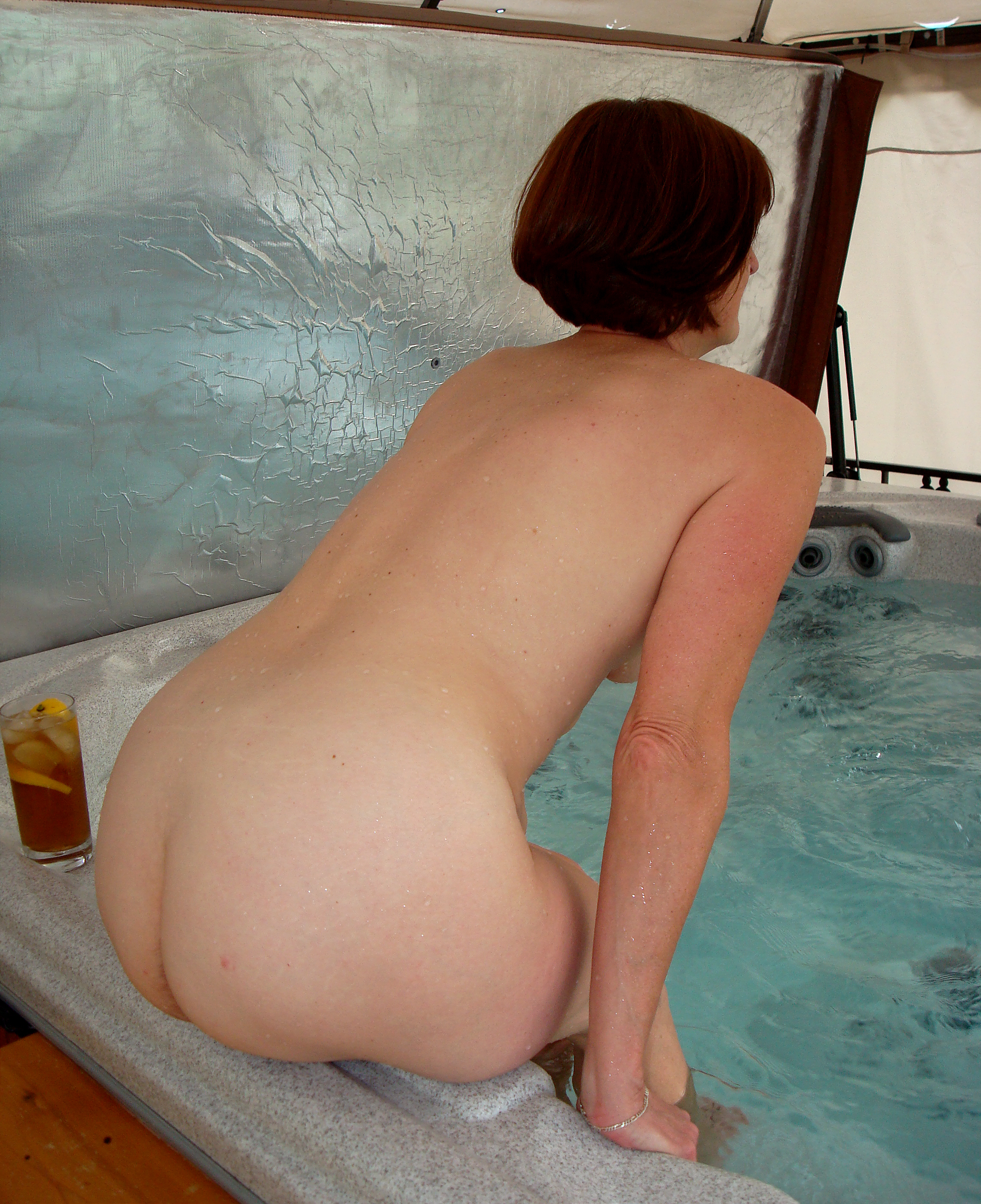 Not pay Naked hot tub wife share