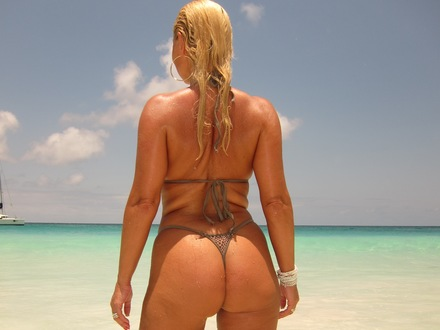 Hot Blonde In Hot Beachwear On A Hot Beach (4)